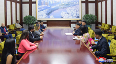Talks Held between Heads of Youth Organizations of DPRK and Venezuela